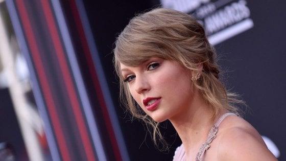 """Taylor Swift rompe il silenzio sulla politica: """"Voto per i democratici"""""""