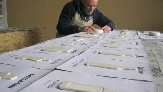 Carlo Cazzaniga (Cut) al lavoro nel suo laboratorio.
