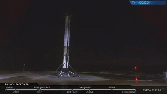 Falcon 9, il razzo di SpaceX, ce l'ha fatta: per la prima volta è atterrato in California