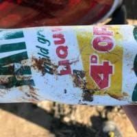 Il mare restituisce una bottiglia di plastica di 47 anni: è rimasta intatta