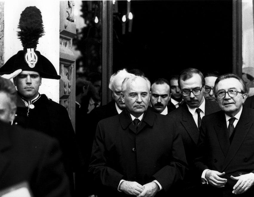 """Rino Barillari, le foto al Maxxi: in mostra i """"pezzi di storia"""" di 'The king of paparazzi'"""