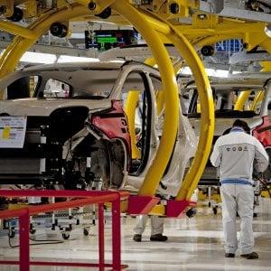 Produzione industriale a due velocità: +1,7% su luglio, -0,8% su anno