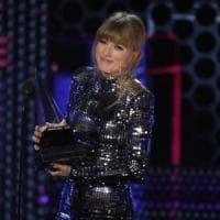 Taylor Swift regina della musica e opinion leader, è record per gli American Music Award