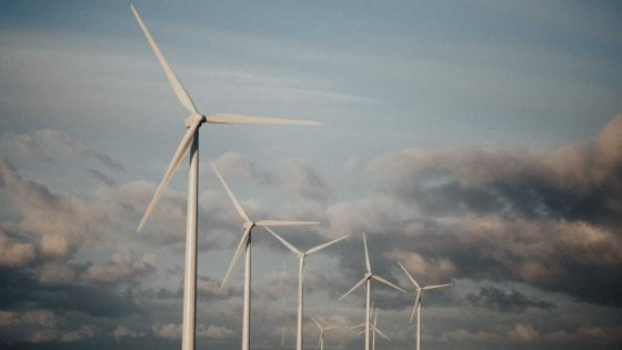 Riscalda il suolo, ma raffredda il pianeta: gli effetti dell'eolico
