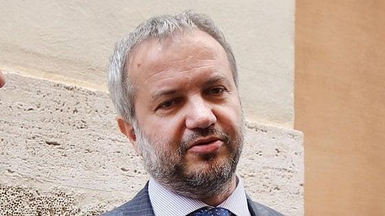 """Manovra, Borghi: """"Fake news sull'incontro con gli investitori"""". La replica di Repubblica: """"Ci sono le prove"""""""