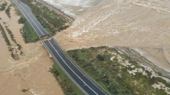 Maltempo, crolla ponte in Sardegna sulla statale tra Capoterra e Cagliari