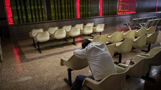 Borse in netto ribasso con i timori di Wall Street. Spread ancora sopra i 300 punti