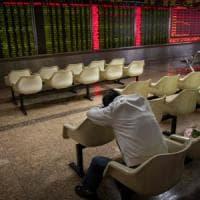 L'onda di Wall Street sui listini: crollano le Borse. Italia: lo spread sopra 300