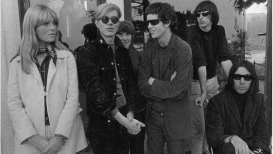 """La """"poesia visiva"""" dei Velvet Underground & Nico con Andy Warhol, cimeli e video per raccontare New York"""