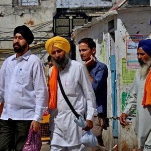 Caporalato, a pochi chilometri da Roma ci sono schiavi Sikh che si drogano per sopportare la fatica dei campi