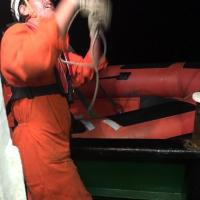 Barcone in avaria al largo di Lampedusa, i preparativi per i soccorsi sulla