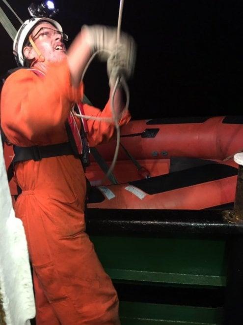 """Barcone in avaria al largo di Lampedusa, i preparativi per i soccorsi sulla """"Mare Jonio"""""""