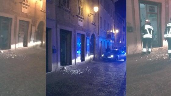 Trentino, bomba carta nella sede della Lega dove oggi è atteso Salvini: due denunciati