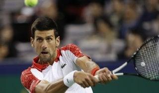 Tennis, Djokovic vince a Shangai e punta al trono di Nadal