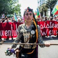 Cile, indigeni Mapuche in piazza nel giorno di Colombo
