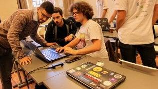 Hacker giovani, etici e alla modaci difendono nella guerra digitale