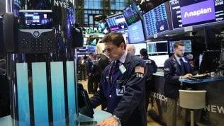 Borse caute per le tensioni geopolitiche. Spread in calo sotto 300 punti, Piazza Affari sale