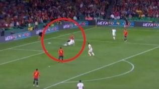 La scivolata inutile su Ramos:Dier fa impazzire i tifosi inglesi