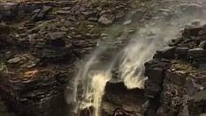 Il vento è troppo forte:  la cascata va al contrario