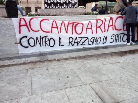 """Contro il """"razzismo di Stato"""", manifestazione per Riace"""