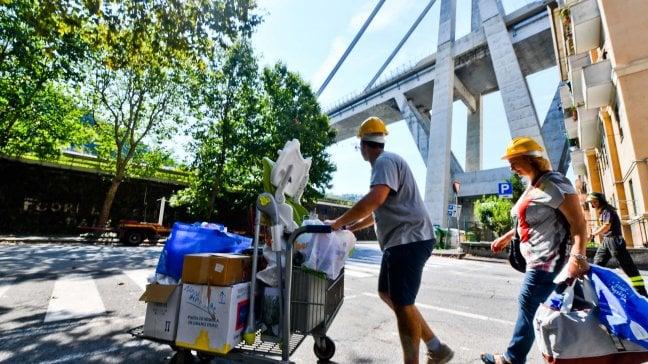Ponte Morandi, gli sfollati a casa per recuperare gli oggetti della vita