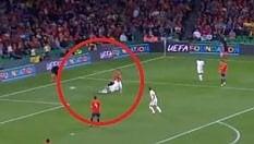 La scivolata inutile su Ramos: Dier fa impazzire i tifosi inglesi