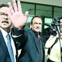 """Mimmo Lucano ha lasciato Riace: """"Sono sereno"""". Salvini: """"Non è un eroe"""""""