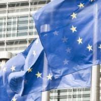 L'Italia si scopre euroscettica: solo il 44% voterebbe per restare nell'Ue; il dato più...