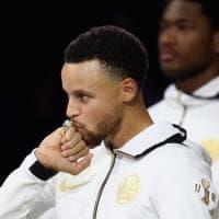 Nba, Golden State riceve gli anelli: la festa di Curry e compagni
