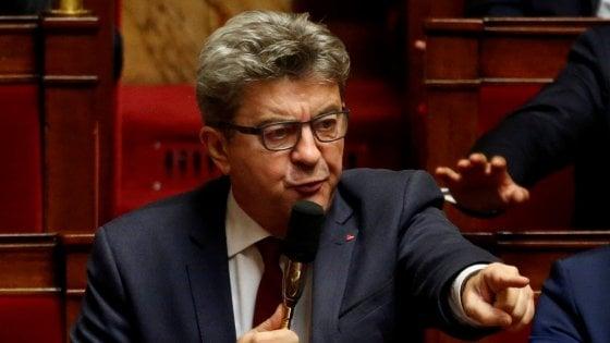 Perquisizione a casa di Mélenchon: il leader va in diretta su Fb e accusa Macron