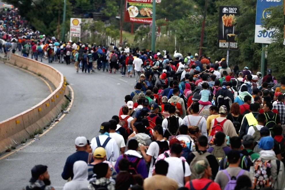 Honduras, la carovana dei migranti in marcia verso gli Stati Uniti