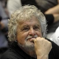 """Ue, Grillo insulta Juncker: """"Uno che beve forte e va fuori di testa"""""""