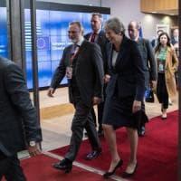 """Brexit, vertice Ue senza sbocchi. May ottimista, Barnier: """"Soluzione ancora distante"""""""