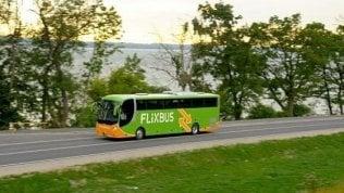 """Trento, senegalese cacciato in fondo al bus su cui viaggiava: """"Tu dietro, sei di un altro colore"""""""