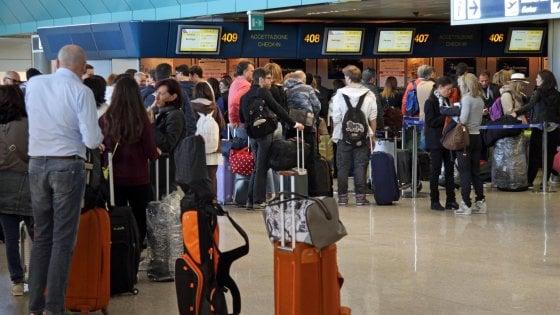 Biglietti per voli inesistenti. Nella bufera l'aeroporto di Linate
