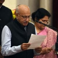 India, si dimette ministro accusato di molestie. Sempre più donne aderiscono