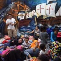 Carovana dei migranti verso gli Usa, il Messico manda polizia al confine