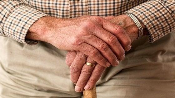 """Osteoporosi, l'allarme degli esperti: """"Le fratture aumenteranno del 22,6%"""""""