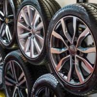 Gli pneumatici si sgonfiano: tagliate le stime di Michelin, soffre Pirelli