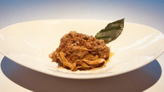 """La tagliatella alla bolognese impossibile: il ragù è di """"carne"""" vegetale"""
