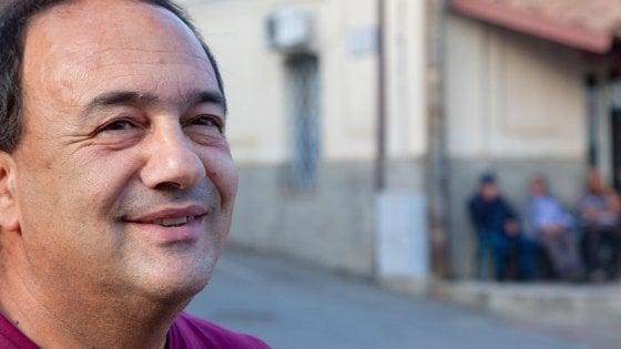Fabio Fazio ospita Mimmo Lucano a 'Che tempo che fa'. Ma la Lega si oppone