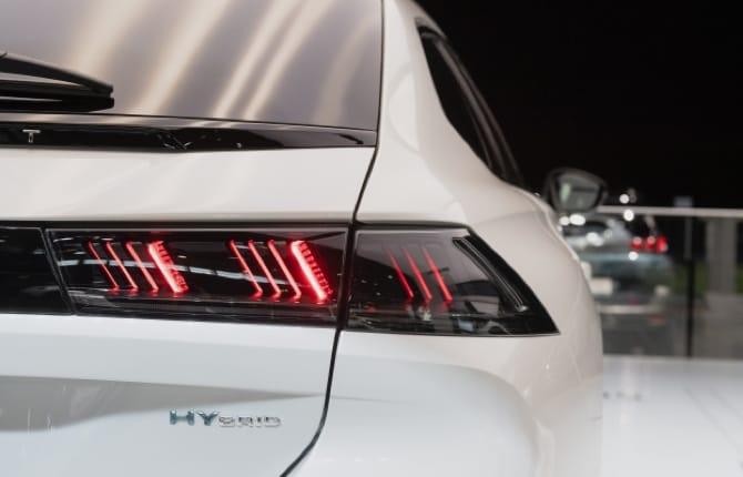 L'auto sportiva? Sì ma a basse emissioni. Ecco l'idea Peugeot
