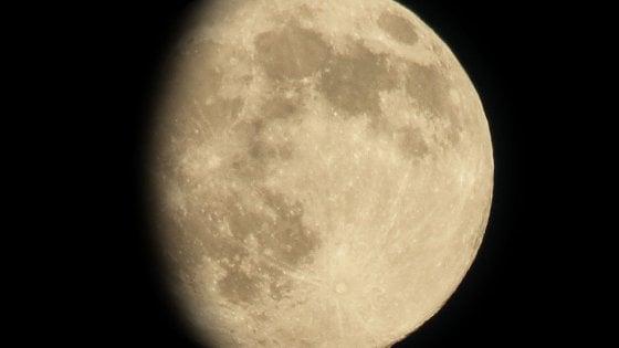 Occhio al cielo nel weekend: notte della Luna e Orionidi, regalo della cometa di Halley