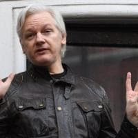Assange fa causa all'Ecuador: