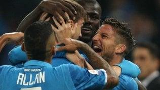 Il Napoli vince a Udine, ora vetta a -4 Juve, prima frenata, con il Genoa è solo pari