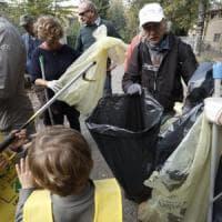 Per #oggiraccolgoio, in centinaia per ripulire le città