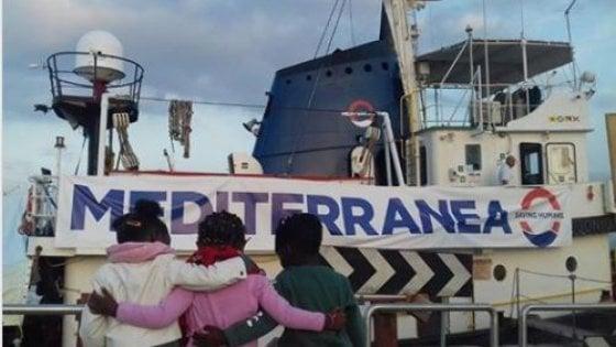 Salvati dal mare, trovano una famiglia: è in Italia la nuova vita di tre piccoli profughi