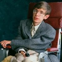 All'asta i beni di Stephen Hawking: tesi, studi scientifici e una sedia a rotelle