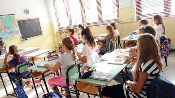 Scuola, l'ascensore sociale è fermo: solo il 12% dei ragazzi svantaggiati riesce bene negli studi