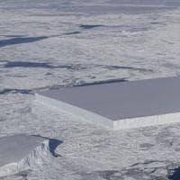 In Antartide c'è uno strano iceberg squadrato